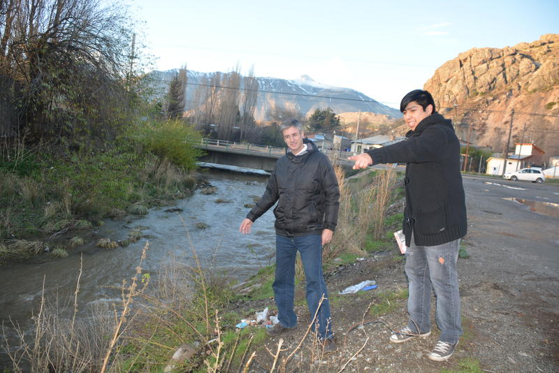 El arroyo y el Puente de 25 de Mayo hoy. En este lugar había una plaza barrial y la márgen del arroyo estaba parquizada.